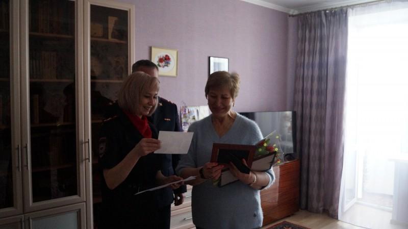 Полицейские Тверской области присоединились к акции «8 Марта — в каждый дом!»