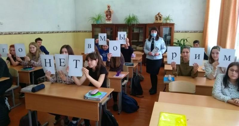 В Тверской области инспектор ПДН и общественность встретились со школьниками