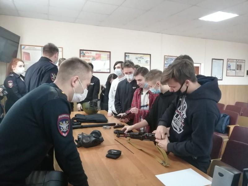 В гостях у транспортных полицейских Твери побывали городские студенты