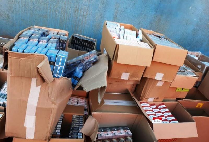 Сотрудниками полиции на территории города Твери пресечена противоправная деятельность по хранению, перевозке и сбыту немаркированной табачной продукции