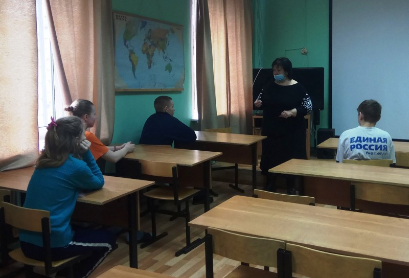 Сотрудники полиции Тверской области совместно с общественниками и медиками провели профилактическое мероприятие со школьниками