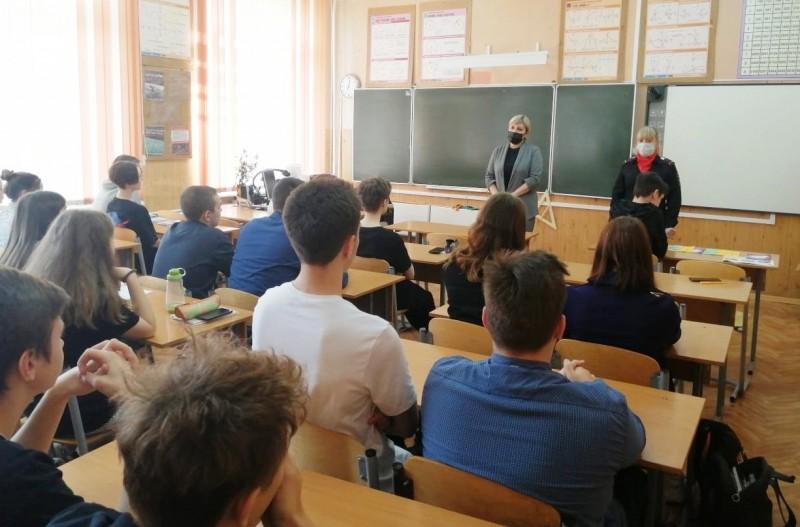 В городе Твери полицейские и общественники встретились со школьниками