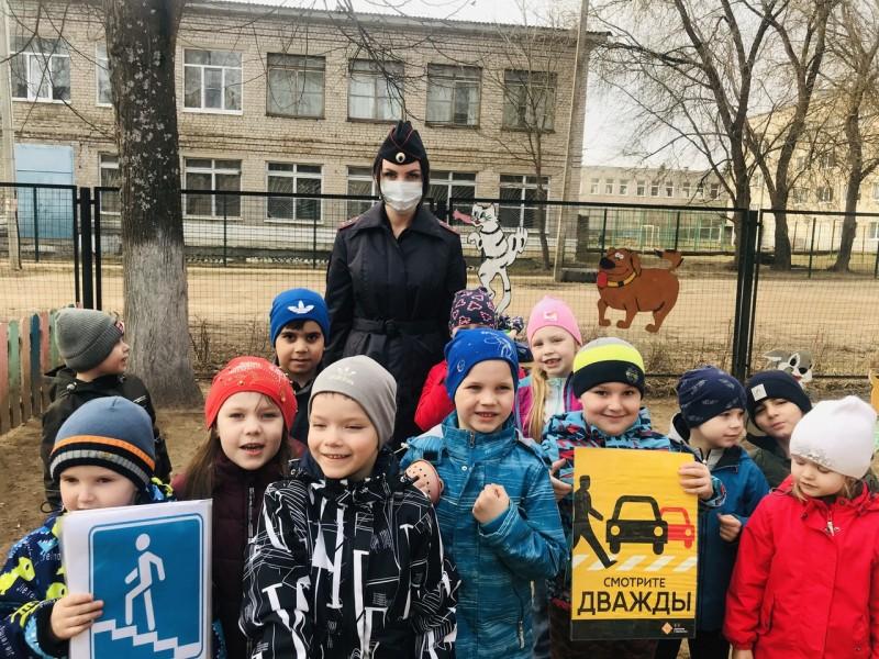 Сотрудники Госавтоинспекции Лихославльского района напомнили дошкольникам Правила дорожного движения