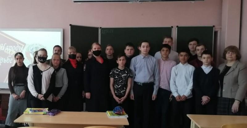 Сотрудники полиции в рамках акции «Твой выбор» провели профилактическое мероприятие для школьников Твери