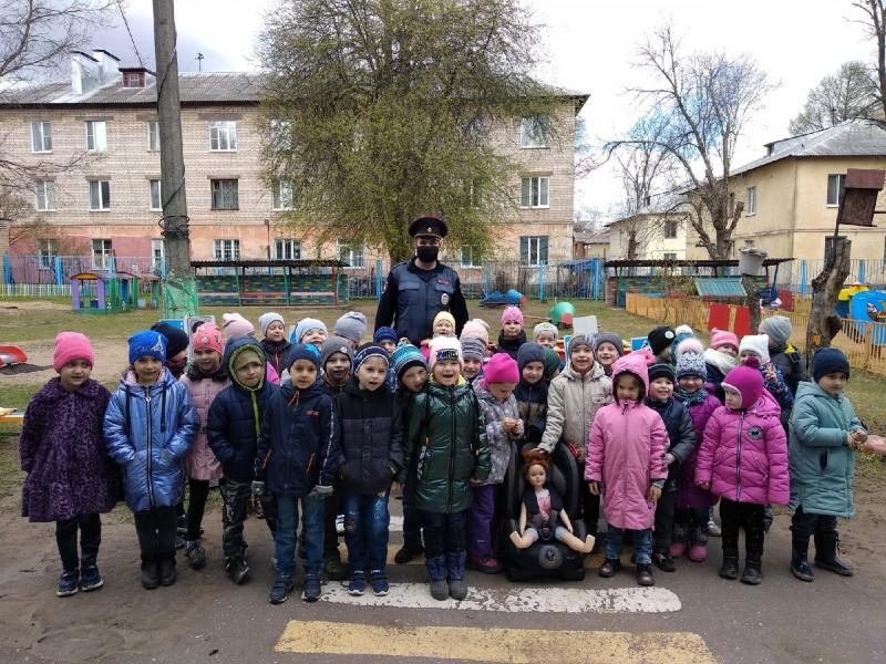 Тверские полицейские провели с дошкольниками занятие «Я соблюдаю ПДД»