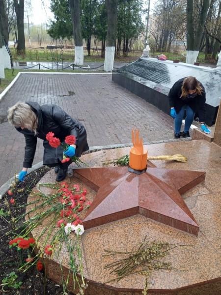 Тверские полицейские провели уборку воинского захоронения