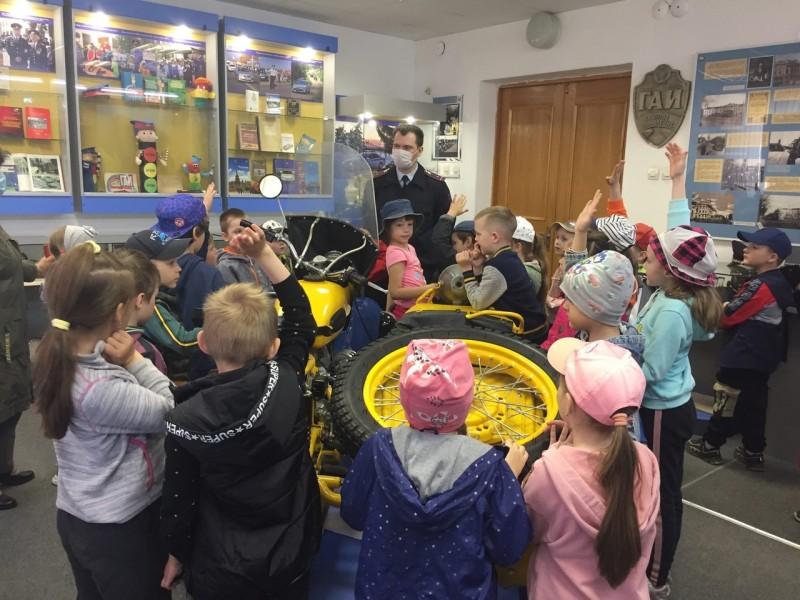 В Твери воспитанники детского сада побывали в гостях у сотрудников Госавтоинспекции Тверской области