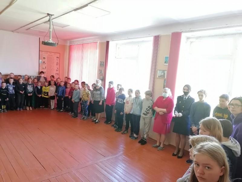 В Тверской области полицейские и общественники провели урок безопасности для школьников