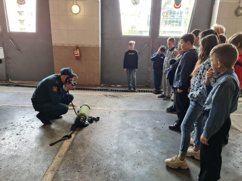 В Твери полицейские и общественники совместно с сотрудниками МЧС организовали для подростков посещение аварийно-спасательной службы
