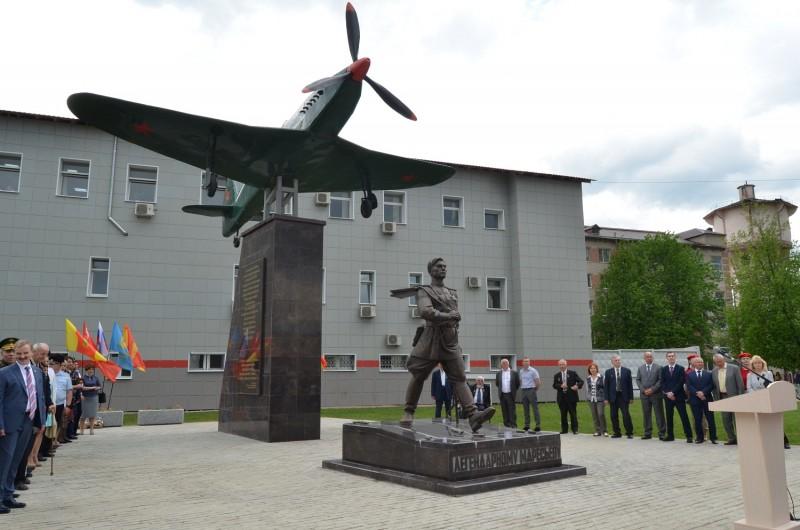 Представители УМВД России по Тверской области приняли участие в открытии мемориала «Легендарный Маресьев»