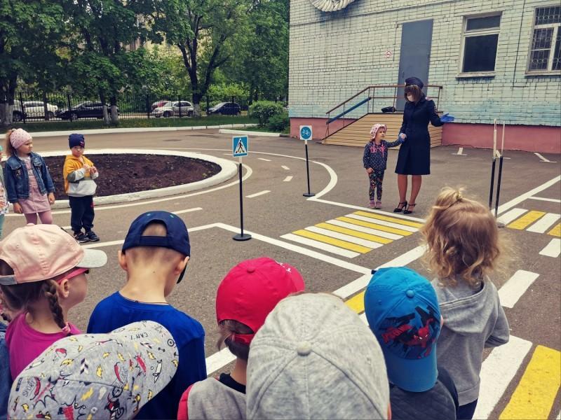 Тверские автоинспекторы провели мероприятие «Путешествие в школу дорожных знаков»
