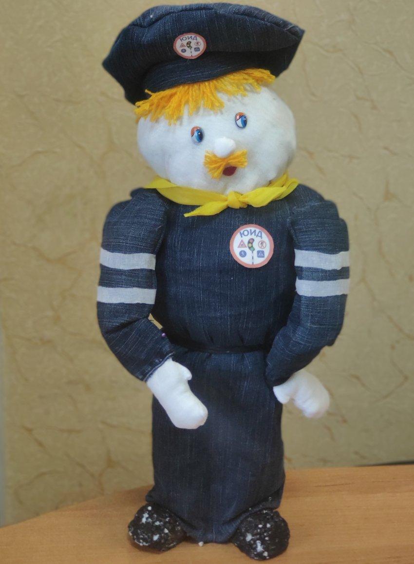 Поддержим победителя регионального этапа конкурса «Полицейский Дядя Степа» и работу: «Юный инспектор движения».