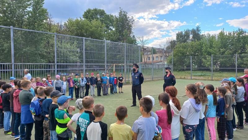 Тверские автоинспекторы проводят занятия в летних пришкольных лагерях