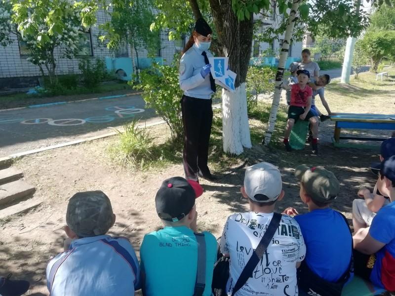 В Тверской области сотрудники полиции проводят уроки безопасности в лагерях с дневным пребыванием