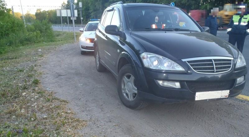 Сотрудниками дорожно-патрульной службы задержан мужчина на угнанном автомобиле
