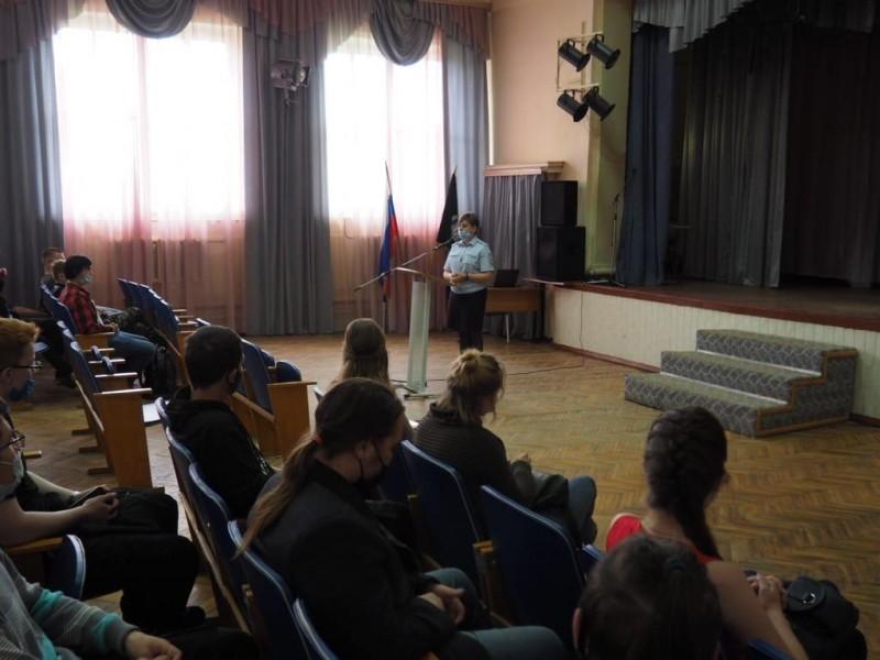 В Тверской области полицейские и общественники участвуют в профилактическом антинаркотическом месячнике