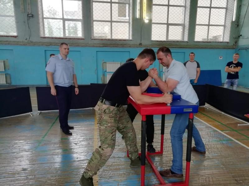 В УМВД России по Тверской области прошли соревнования по армрестлингу
