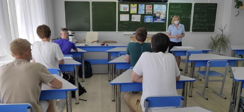 В Тверской области полицейские и общественники проводят профилактические беседы со школьниками