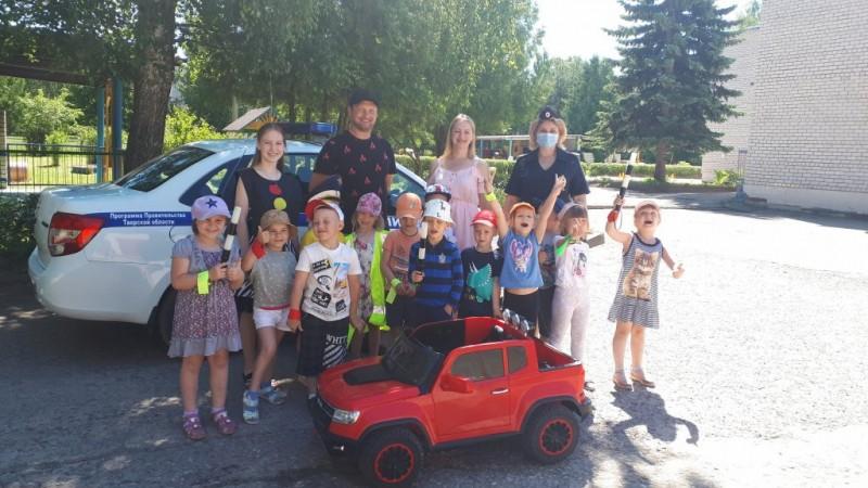 Сотрудники Госавтоинспекции приняли экзамен по Правилам дорожного движения у малышей детского сада