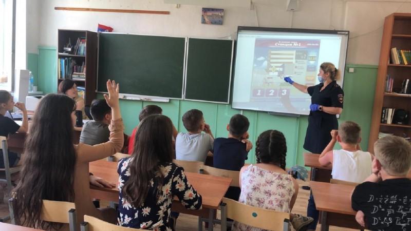 В Конаковском районе cотрудники Госавтоинспекции напомнили детям о безопасности на дороге