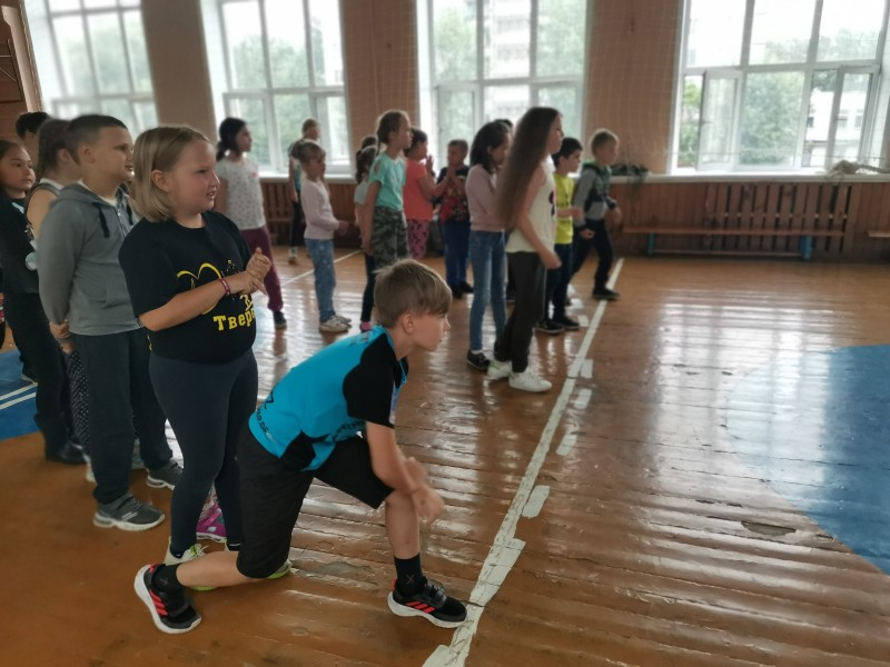 Тверские школьники приняли участие в акции «Мы за безопасные каникулы!»