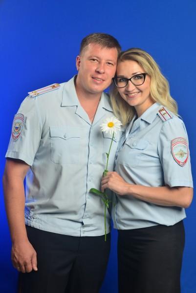 Накануне Дня семьи, любви и верности семья сотрудники тверской полиции продолжают рассказывать истории создания своих семей