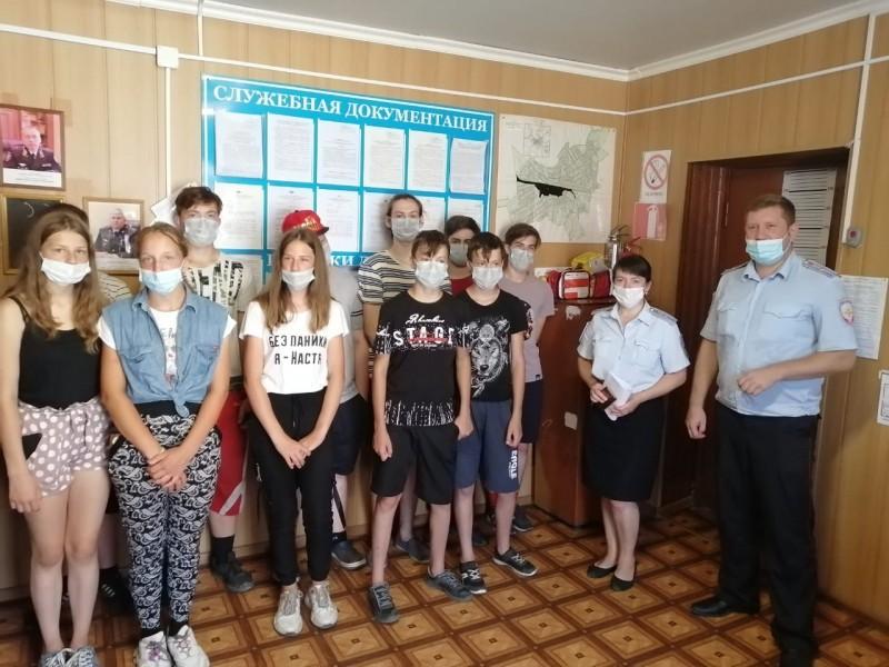 Полицейские Сонковского района провели «День открытых дверей» для воспитанников пришкольного лагеря