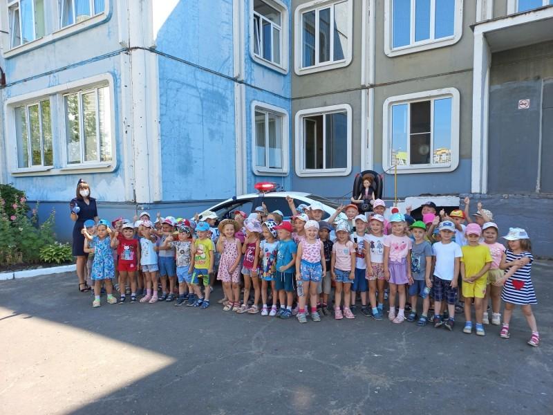 В Твери полицейские провели с воспитанниками детского сада обучающее занятие по правилам дорожного движения