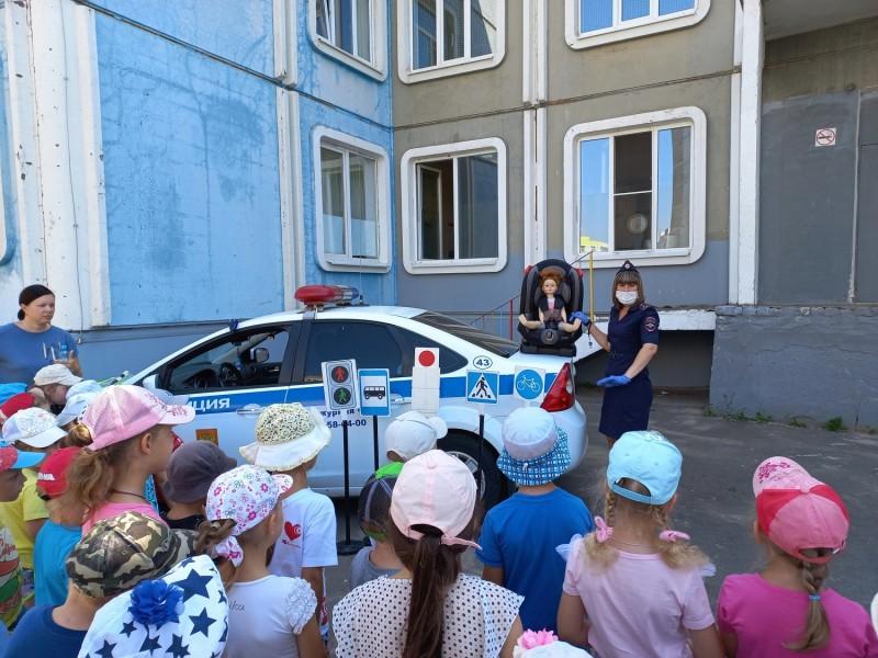 В Твери госавтоинспекторы провели урок «Азбука безопасности» для дошкольников