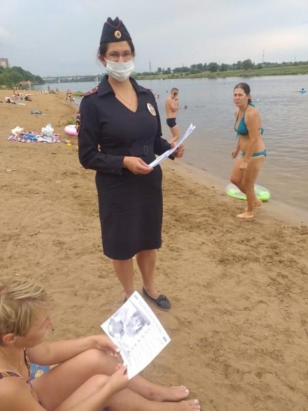 В Твери полицейские и представители общественности инспектируют места массового отдыха у водоёмов