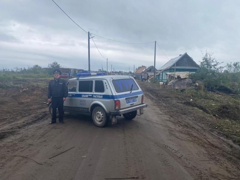 В Андреапольском районе сотрудники полиции обеспечивают безопасность граждан и их имущества