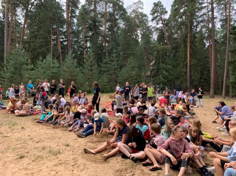 Сотрудники Госавтоинспекции и общественники навестили ребят, находящихся в загородном лагере «Салют»