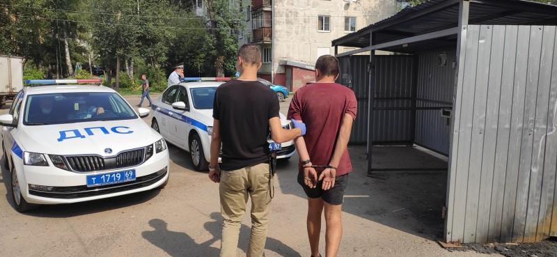 Тверские госавтоинспекторы задержали подозреваемого в угоне автомобиля из Краснодарского края