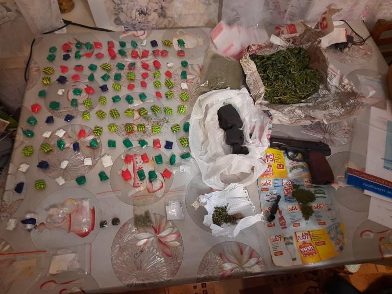 В Лихославле полицейские пресекли деятельность наркозакладчика
