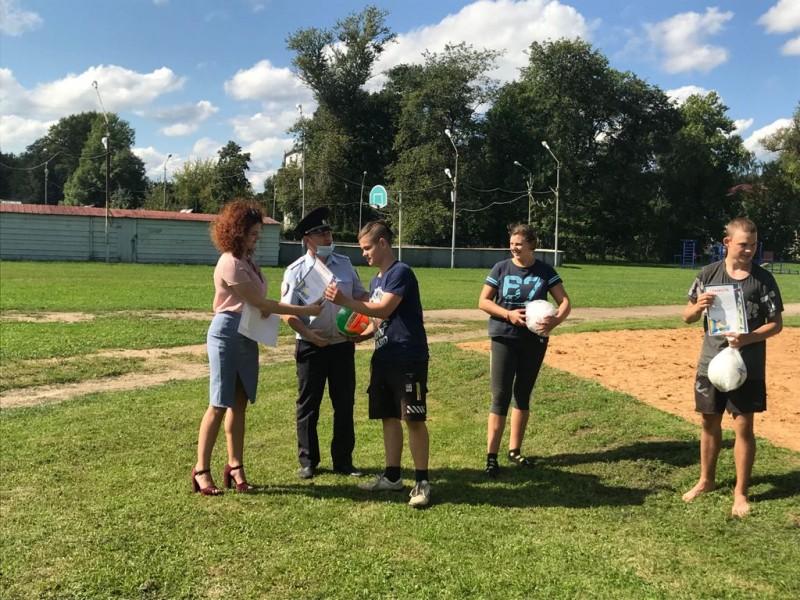 В Торжке полицейские провели с подростками соревнования по волейболу