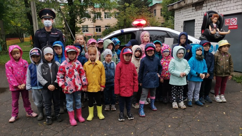 Полицейские провели для тверских дошкольников урок дорожной грамотности