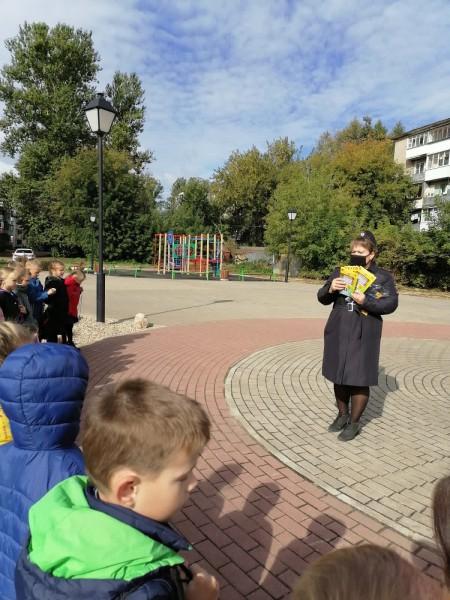 Ржевские госавтоинспекторы провели урок дорожной грамотности для первоклашек