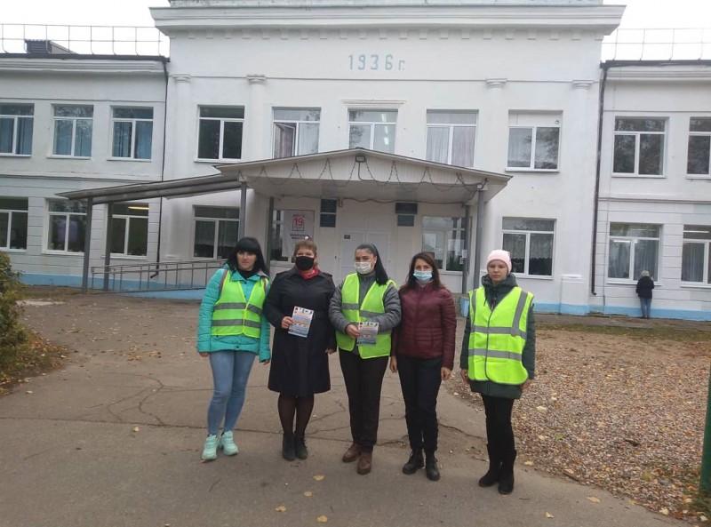 В Тверской области дорожные полицейские совместно с общественностью провели акцию «Внимание! Родительский патруль!»