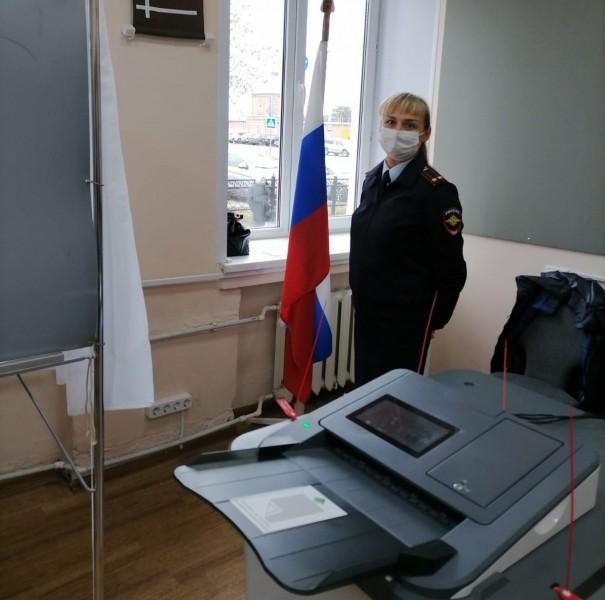 Сотрудники полиции обеспечили правопорядок на избирательных участках в Тверской области