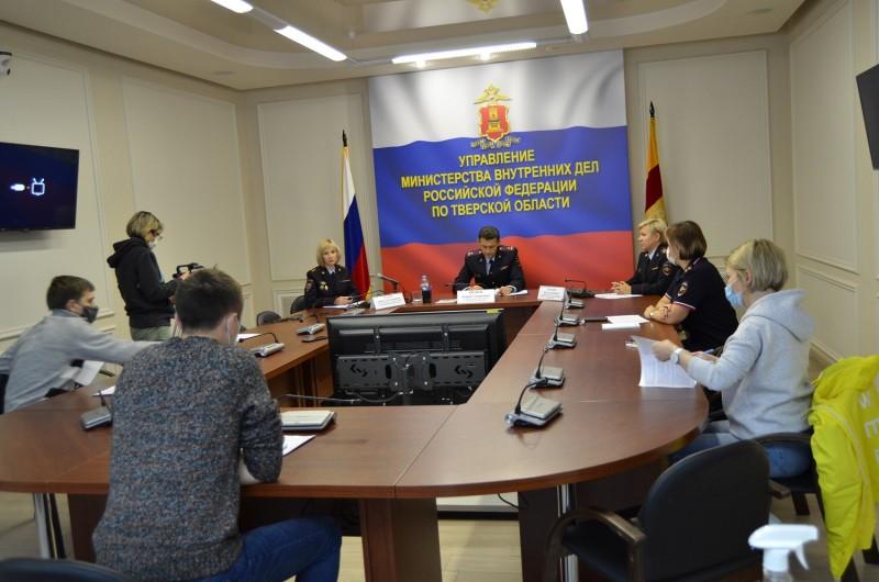 Актуальные вопросы деятельности Управления по вопросам миграции УМВД России по Тверской областистали предметом обсуждения на пресс-конференции