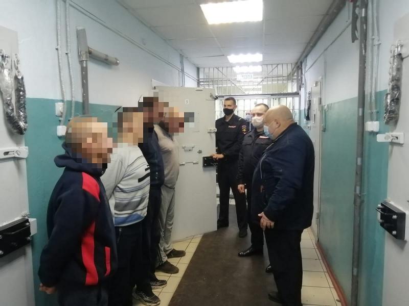 Общественники МО МВД России «Ржевский» проверили изолятор временного содержания